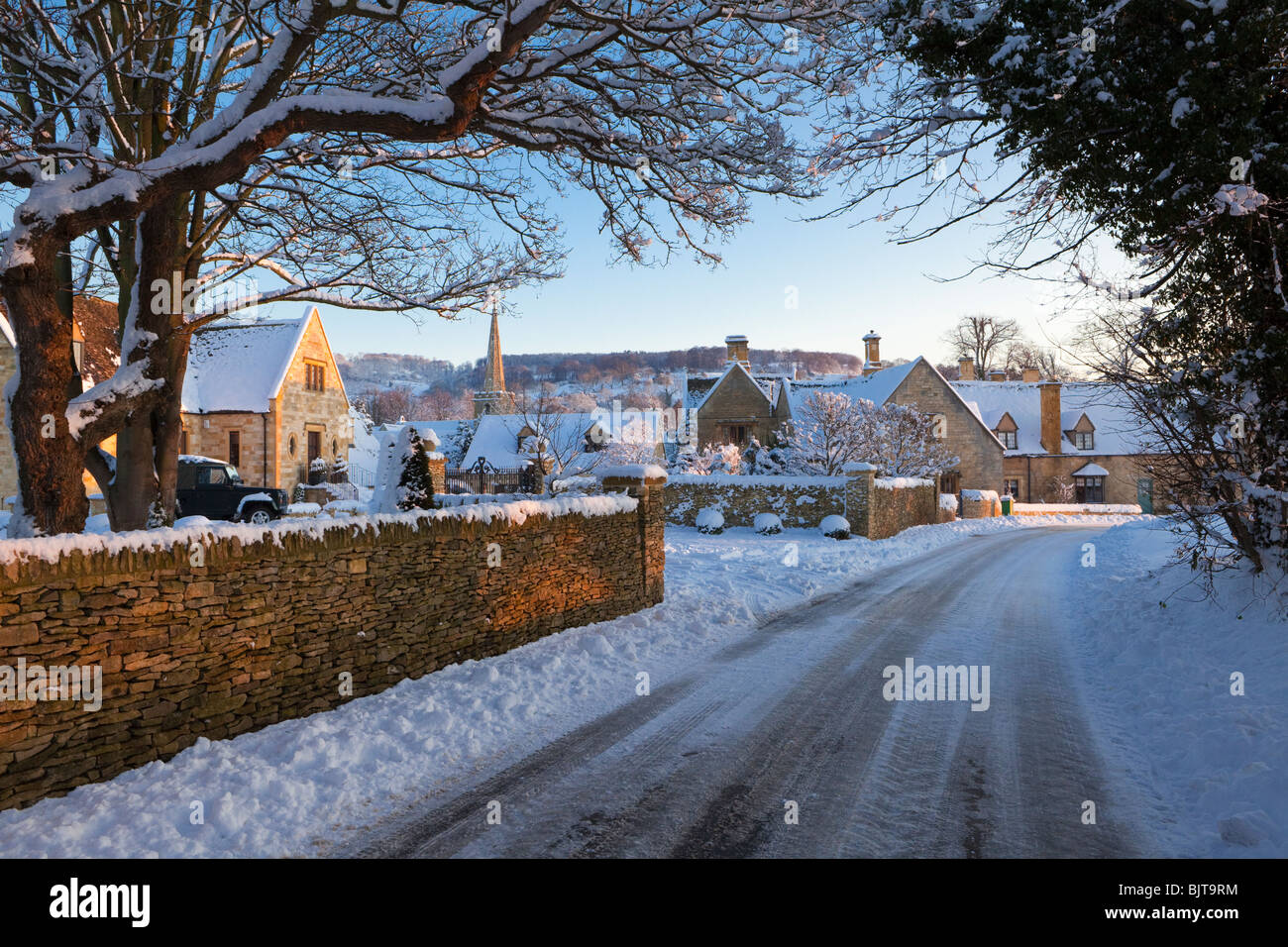 Snow Falling Live Wallpaper Download Dusk Falling On Winter Snow In The Cotswold Village Of