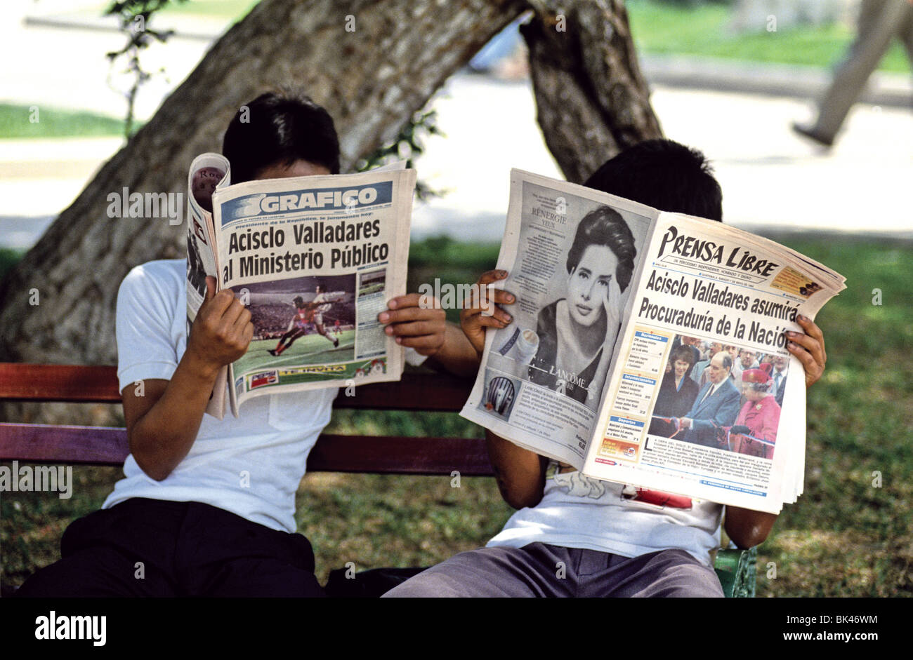 Prensa Libre Guatemala Two People Reading The Prensa Libre And Grafico Newspapers Stock