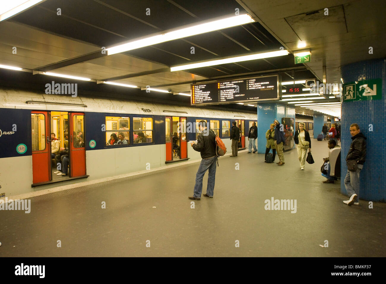 Celio Chatelet Metro Chatelet Paris Stock Photos Metro Chatelet Paris Stock