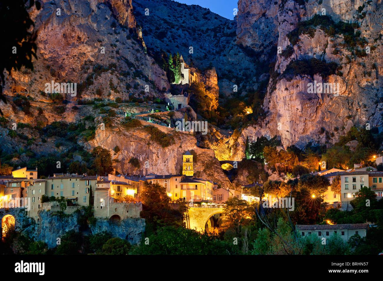 Hd Wallpaper Pack Alpes De Haute Provence Village Of Moustiers Sainte Marie