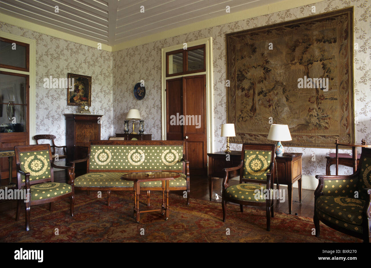 Salon Style Colonial Salon Living Room Or Interior Of Riche En Eau Colonial