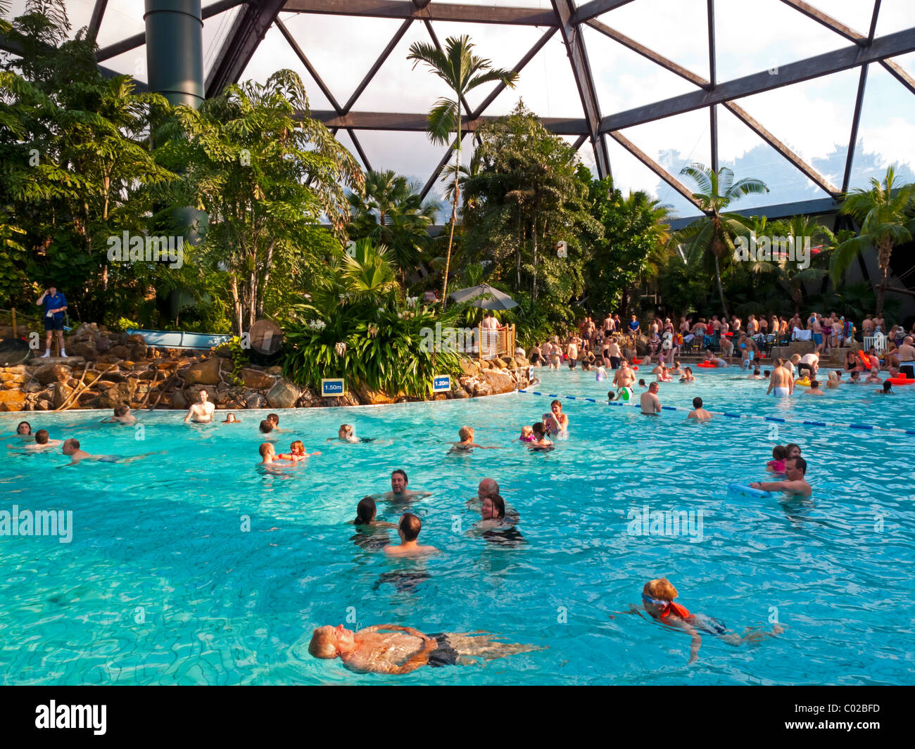 Centerparcs Zwembad Kempervennen People Swimming In The Large Domed Pool At Center Parcs