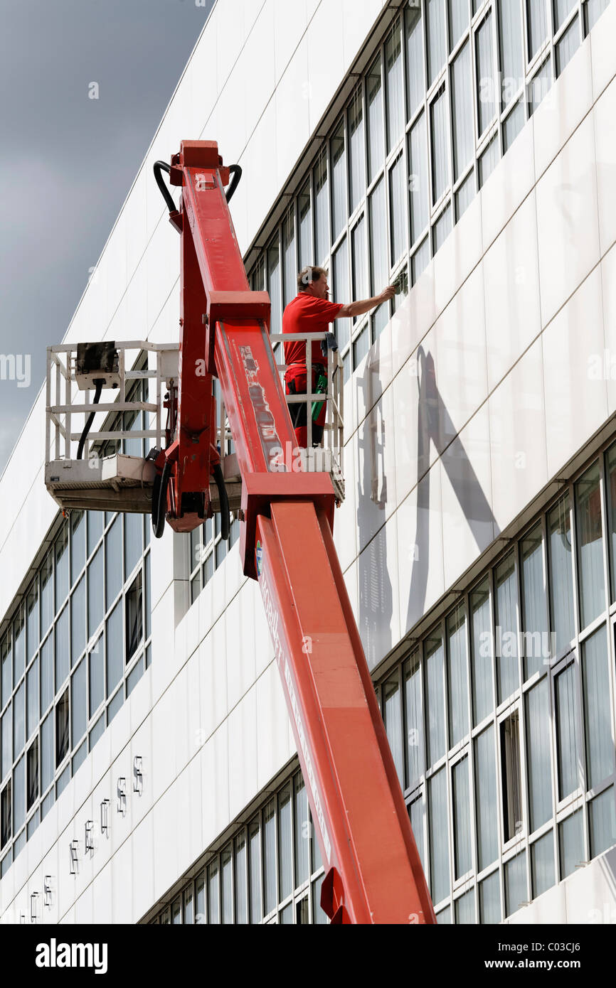 Fenster Neuss Building Cleaner On A Boom Lift Cleaning The Windows Of Neuss