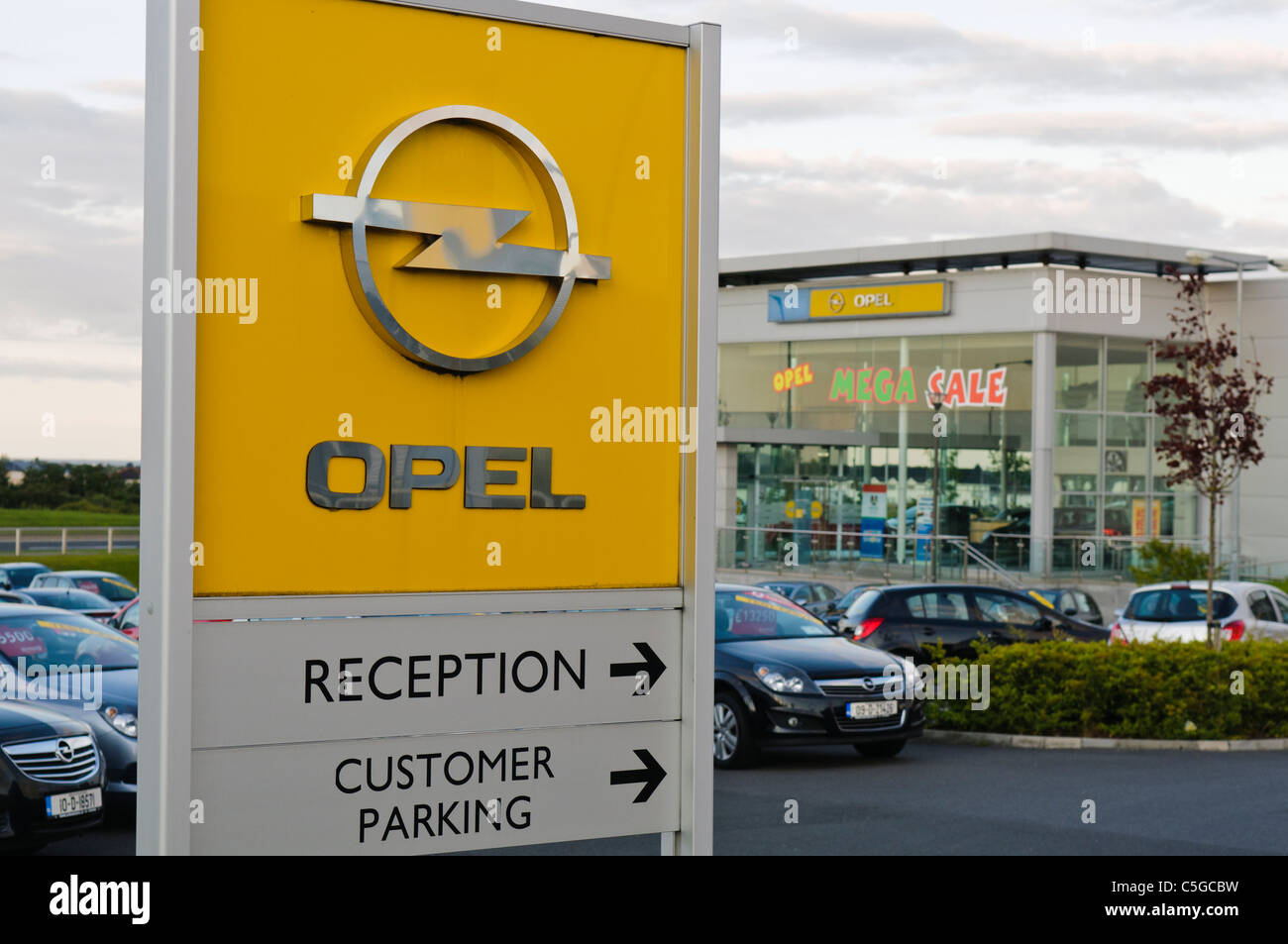 Garage Opel Clermont Ferrand Tyre Dealer Stock Photos Tyre Dealer Stock Images Alamy