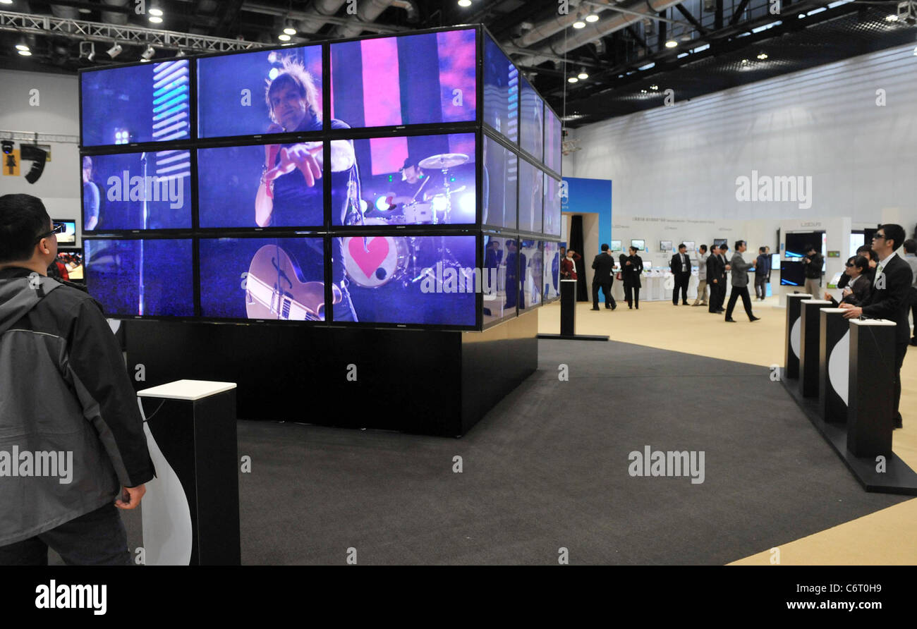Led Wall China Visitors Watch The Samsung Electronics 3d Led Tv Wall