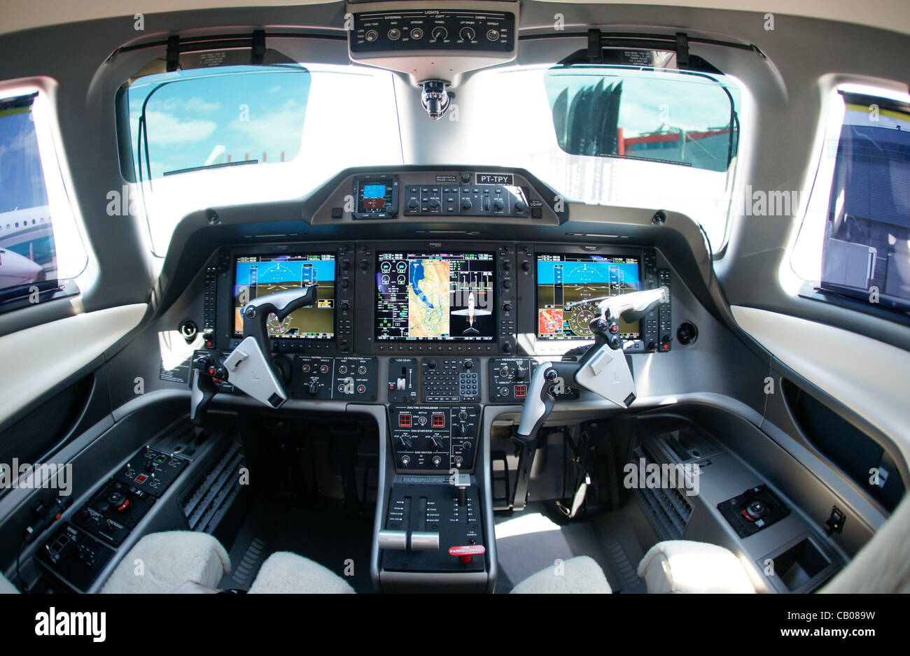 Tyres Direct Luton Business Jet Cockpit Stock Photos And Business Jet Cockpit