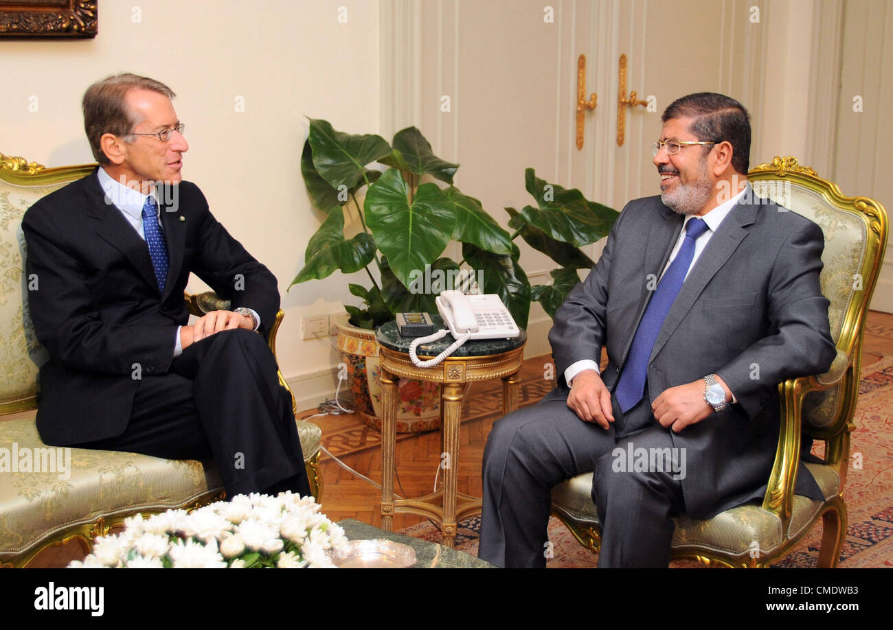 Cairo Egypt Egyptian President Mohamed Morsi R Meets With Stock Photo Alamy