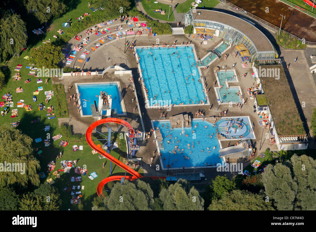Zwembad Oberhausen Crowded Outdoor Pool Stock Photos And Crowded Outdoor Pool