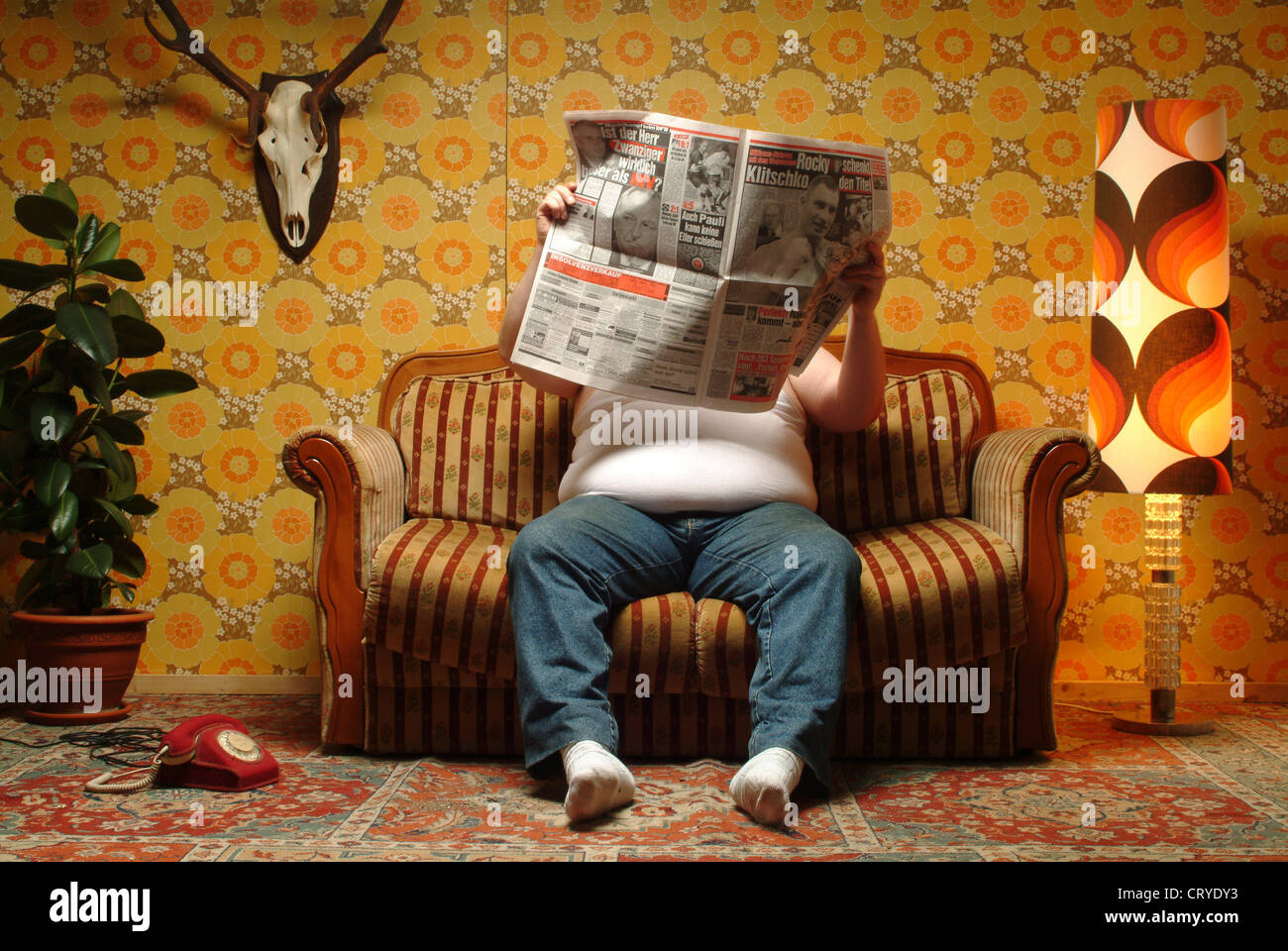 Alter Mann Im Sessel Overweight Guy Sitting On Couch Stock Photos And Overweight