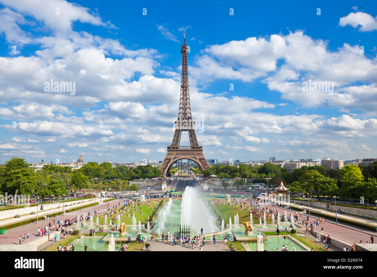 Photo Stock Paris Eiffel Tower And The Trocadero Fountains Paris France Europe