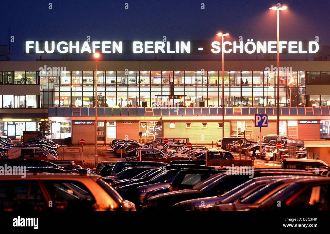 Berlin Schönefeld Park And Ride Packed Car Park Full Cars Stock Photos Packed Car Park