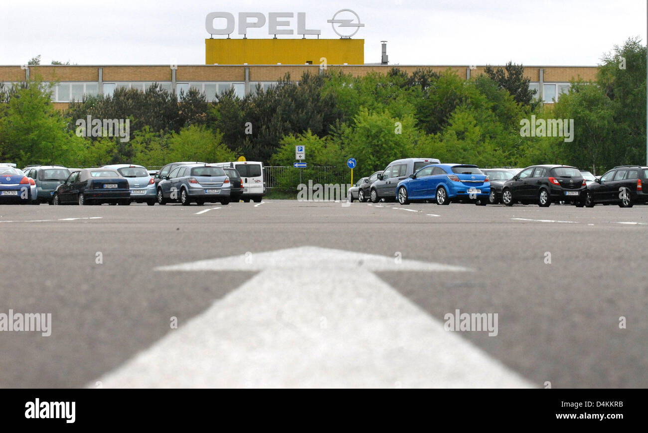 Fiat Kaiserslautern An Arrow Leads To The Opel Plant In Kaiserslautern Germany 05