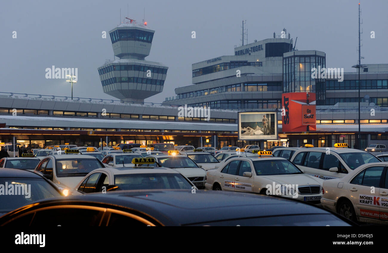 Möbel Airport Waiting Cars At The Area Of Airport Berlin Tegel Germany 10