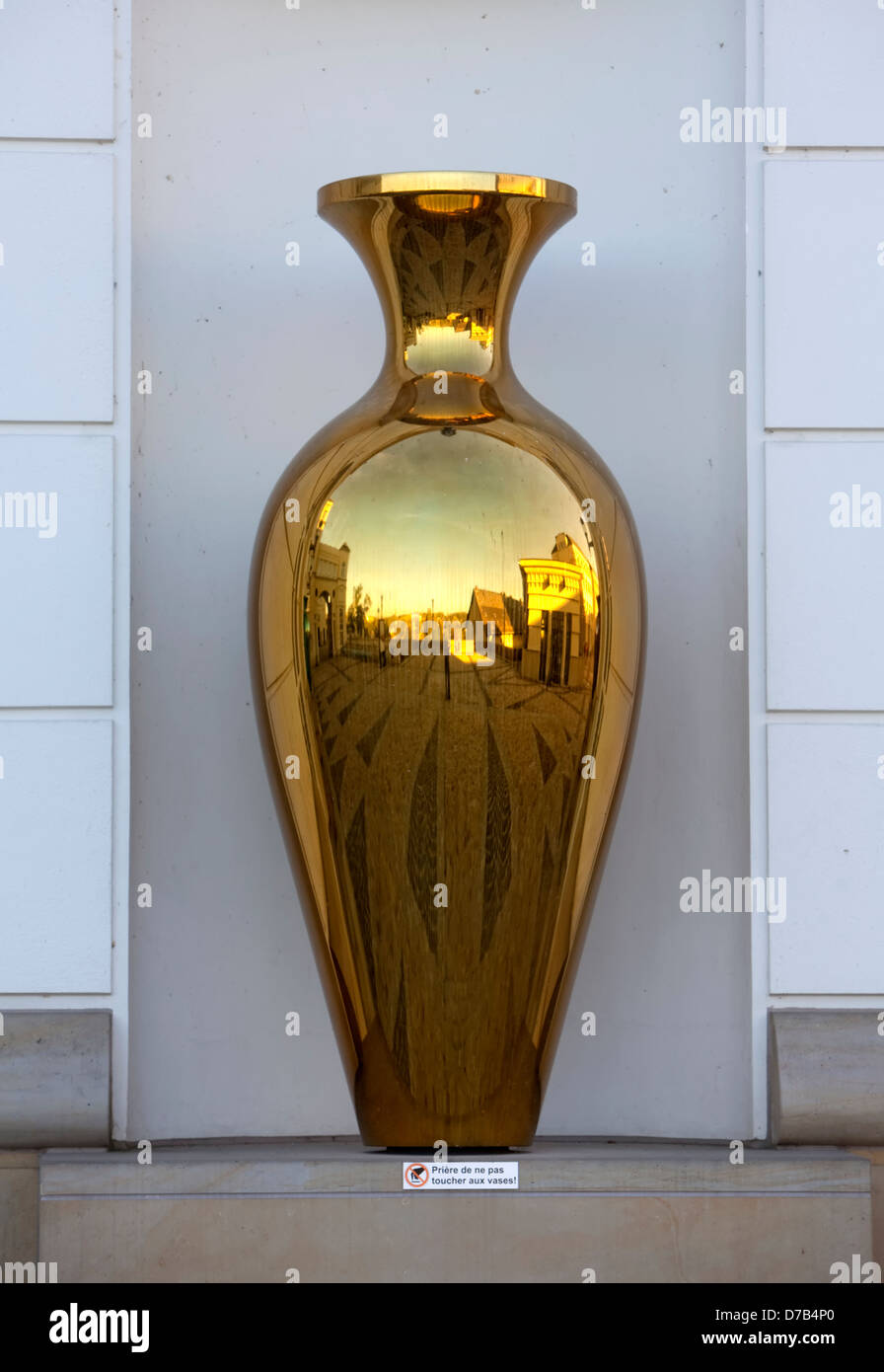 Goldene Vase Reflected In A Golden Vase, The Courthouses Of Cite