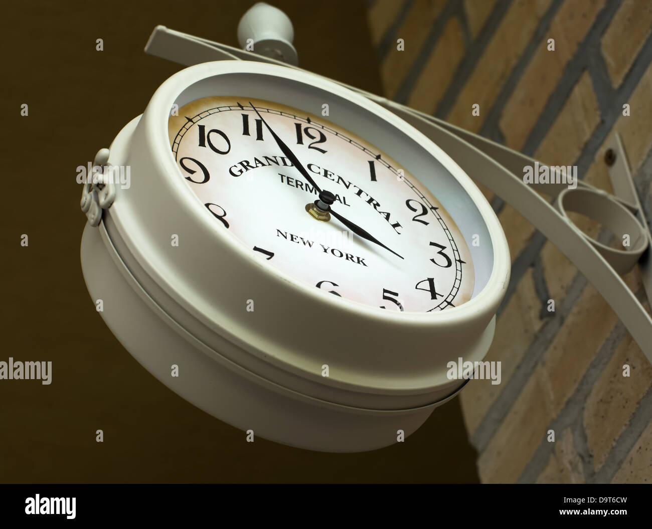 New York Klok Old Wall Clock On Grand Central Terminal In New York Stock Photo