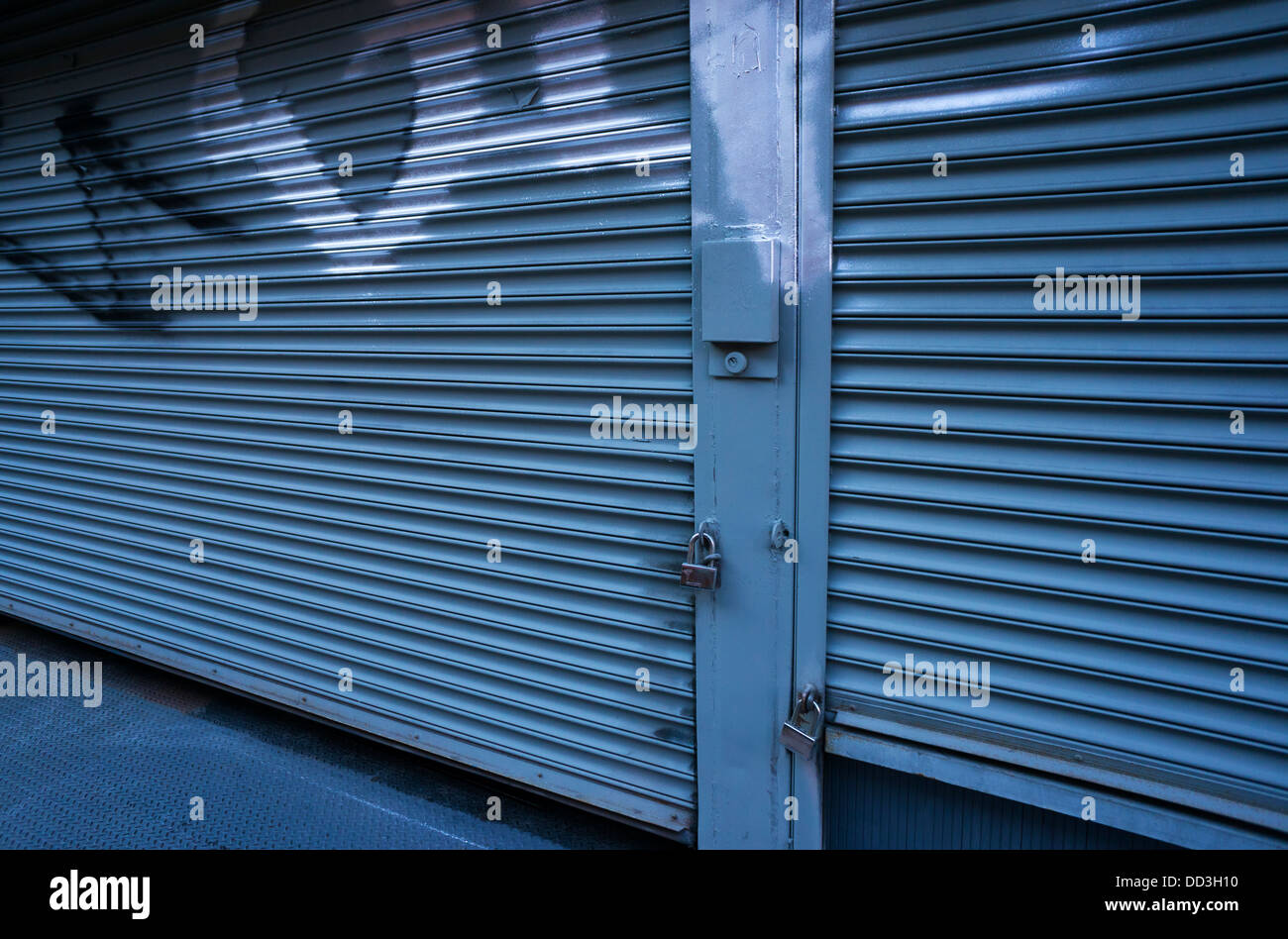 Store Metal Closed Store Stock Photos Closed Store Stock Images Alamy