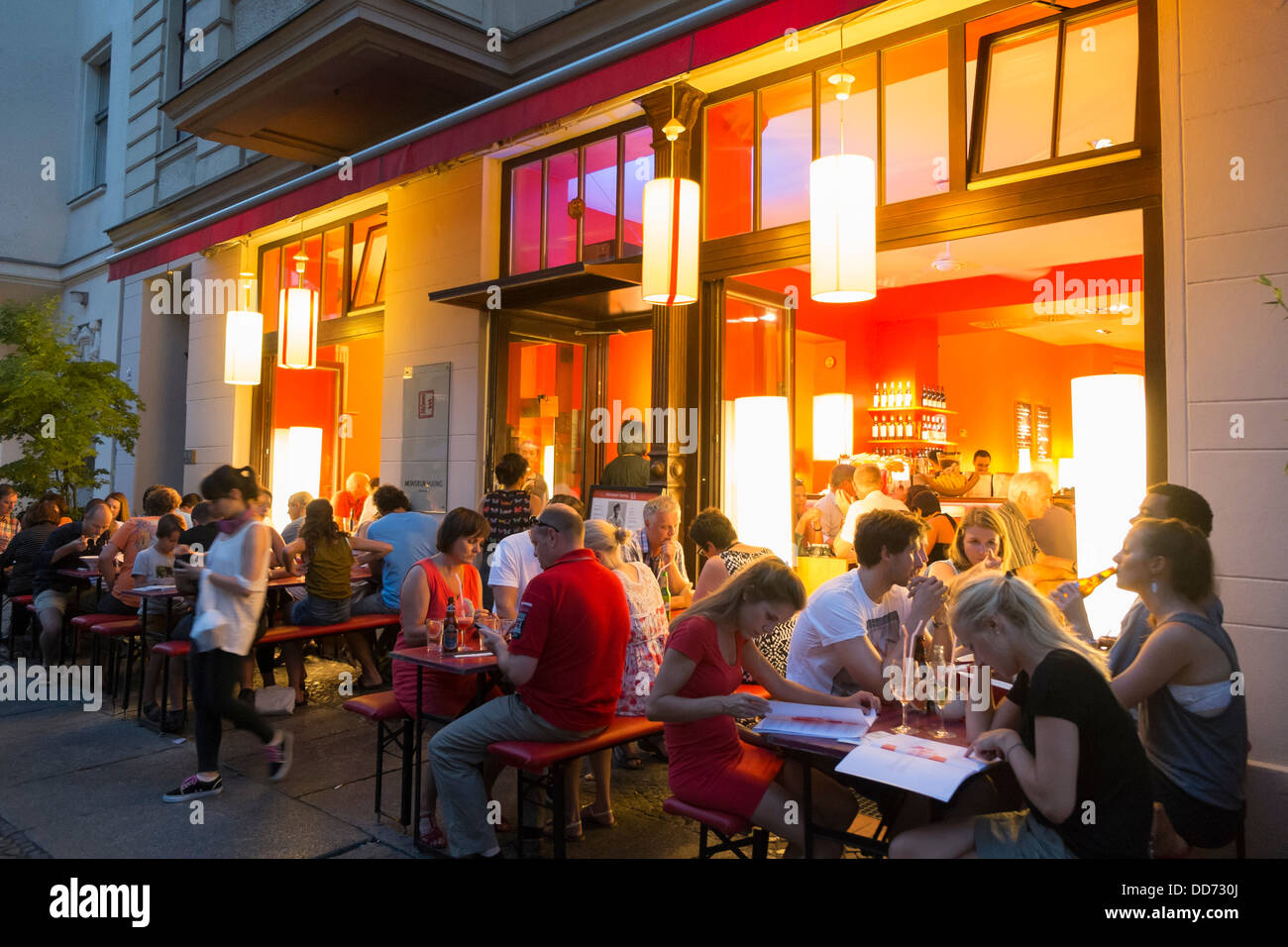 Vietnamees Restaurant Maastricht Busy Night View Of Popular Monsieur Vuong Vietnamese Restaurant In