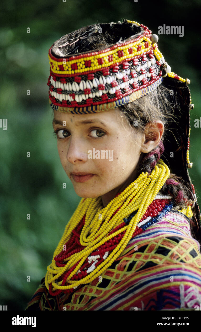 Girl Eyes Looking Up Wallpaper The Kalash Nuristani Kasivo Or Kalasha Are An Ethnic