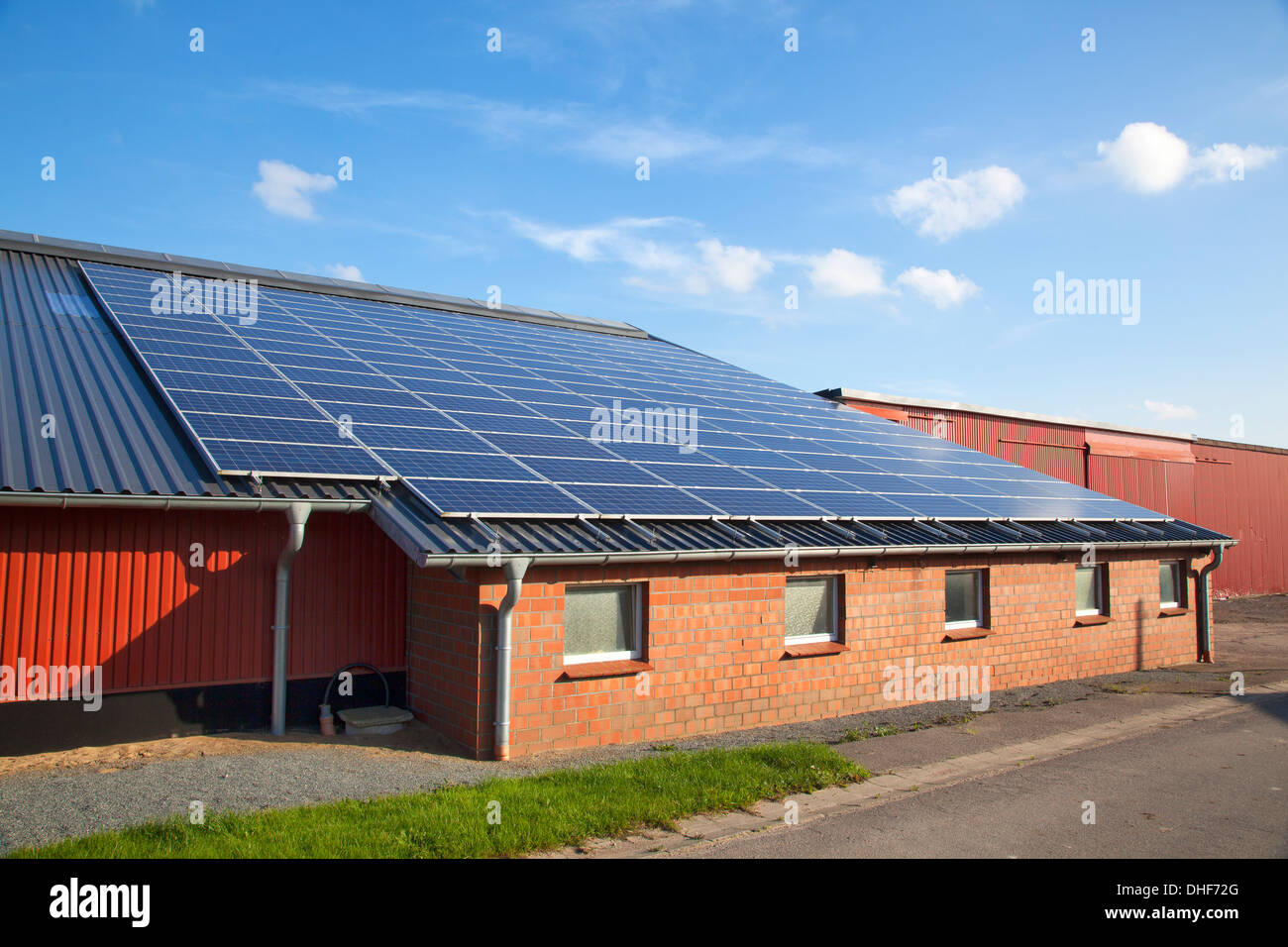 Solar Kiel Solar Panel Roof Building Stock Photos & Solar Panel Roof