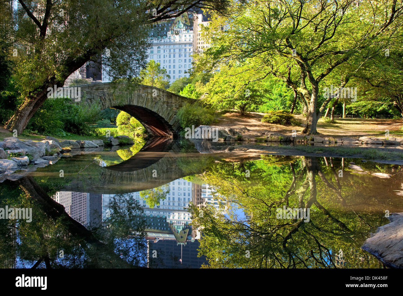 4k Central Park In The Fall Wallpaper Stone Bridge Over The Pond In Central Park With