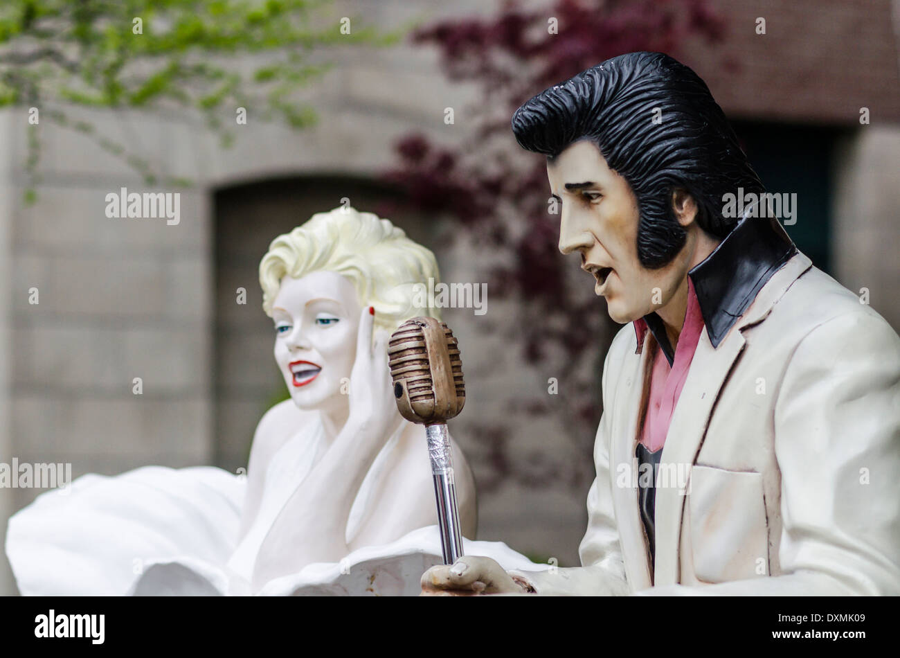 Elvis Marilyn Monroe Elvis Presley And Marilyn Monroe Life Size Figures And Microphone