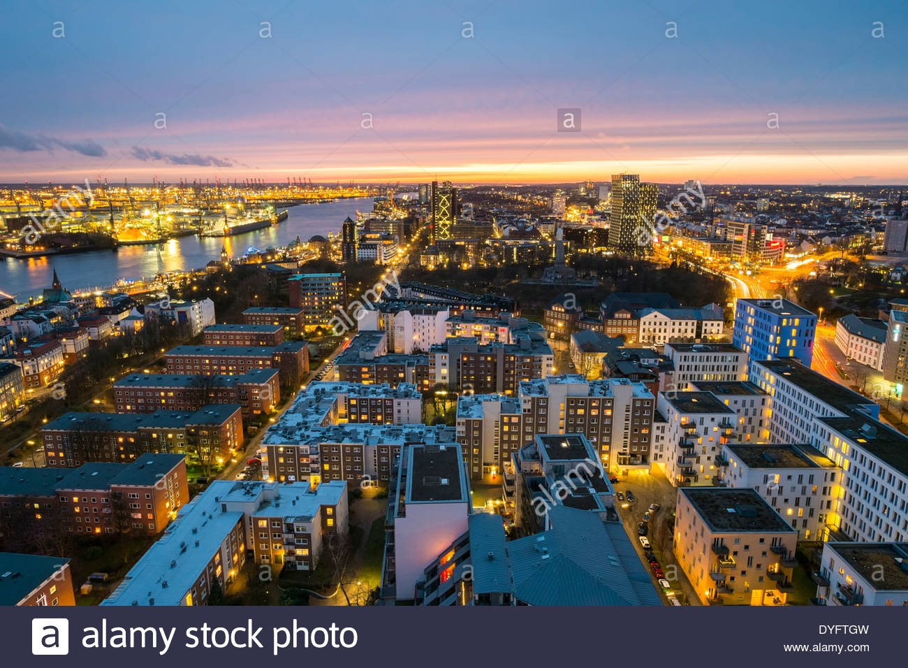 Hamburg Skyline Bild High Angle View Of Central Hamburg City Skyline At Night