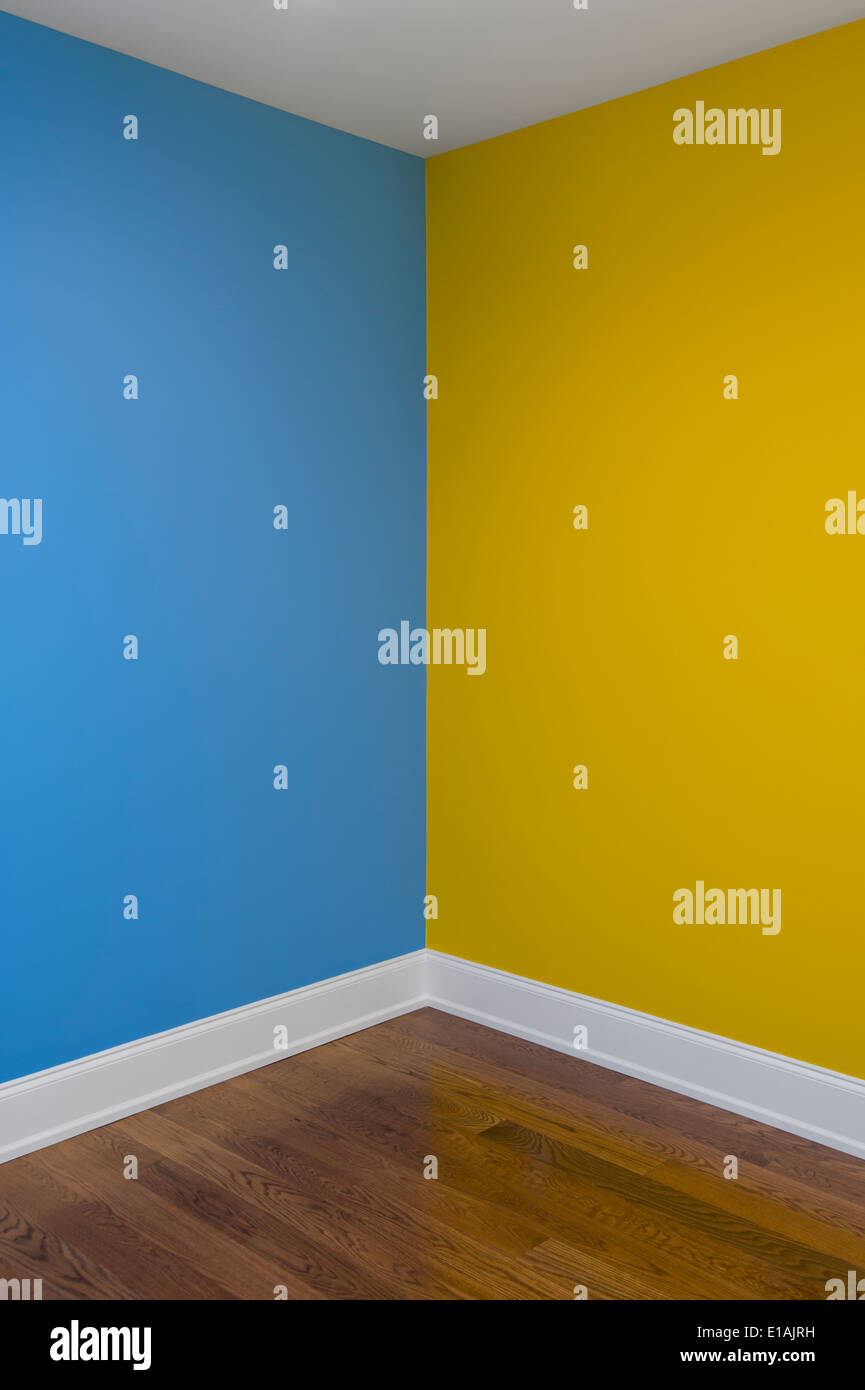 Bedroom paint two different colors - How To Paint A Room With Two Different Colors Corner Of Room With Walls Painted Download