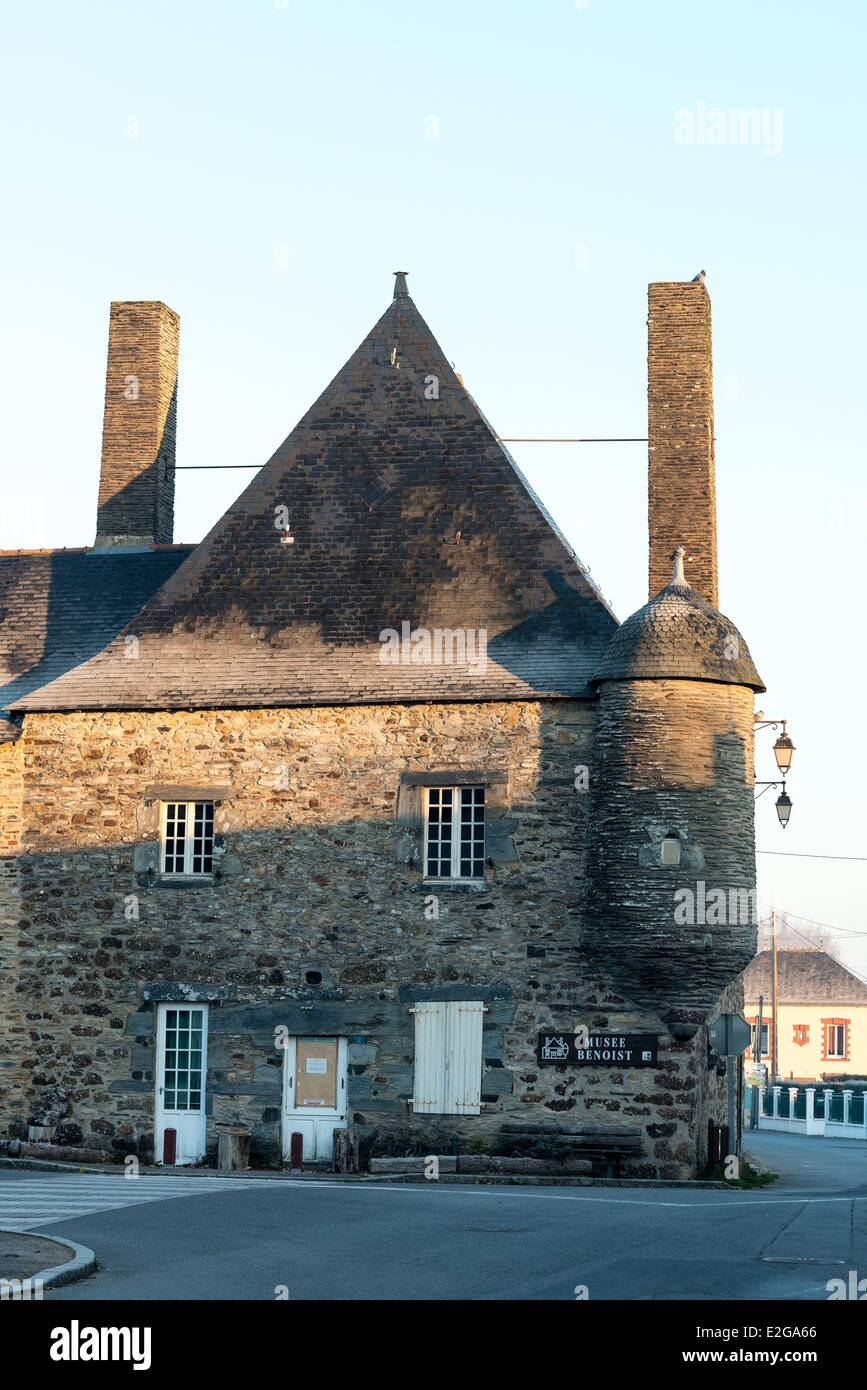 France Loire Atlantique Le Gavre The Maison Benoist Shelters The Stock Photo Alamy