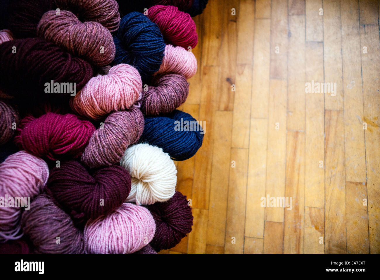 Rattan Yarn Coloured Skeins Of Wool Stock Photos & Coloured Skeins Of
