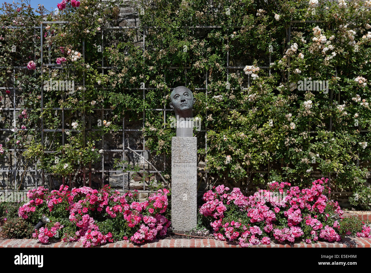 Jardin Dior Granville Rose Garden With A Statue Of Christian Dior Villa Les Rhumbs