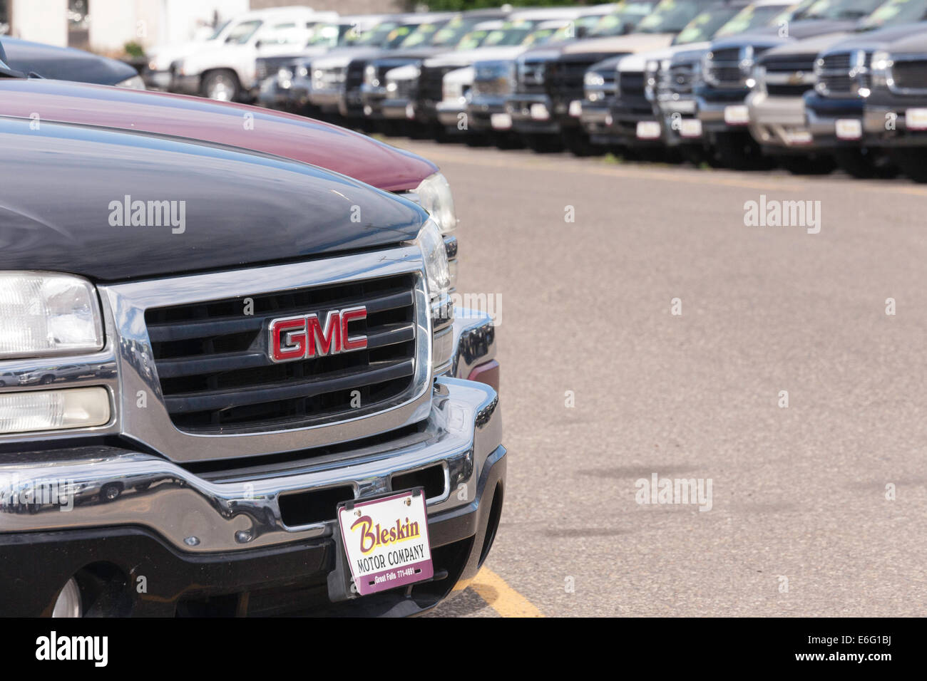 New And Used Cars New And Used Cars And Trucks Car Dealership Usa Stock Photo