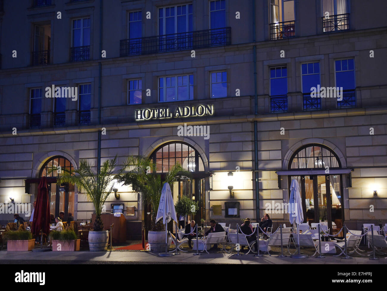Restaurant Mit Terrasse Berlin A View Of The Terrasse Of Restaurant Quarre In Hotel Adlon At