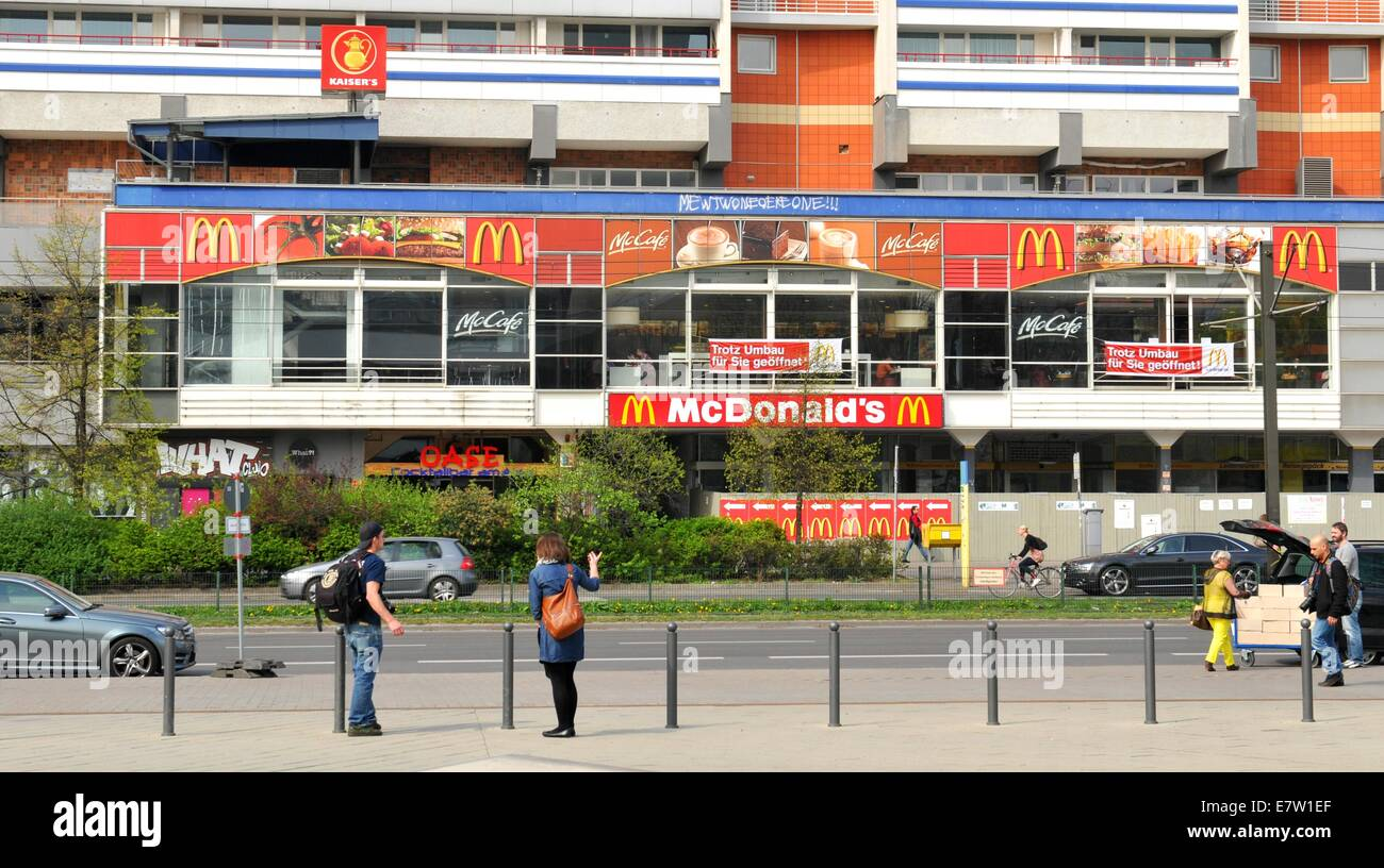 Mcdonalds Zoologischer Garten Mcdonalds Restaurant In Berlin Stock Photos And Mcdonalds