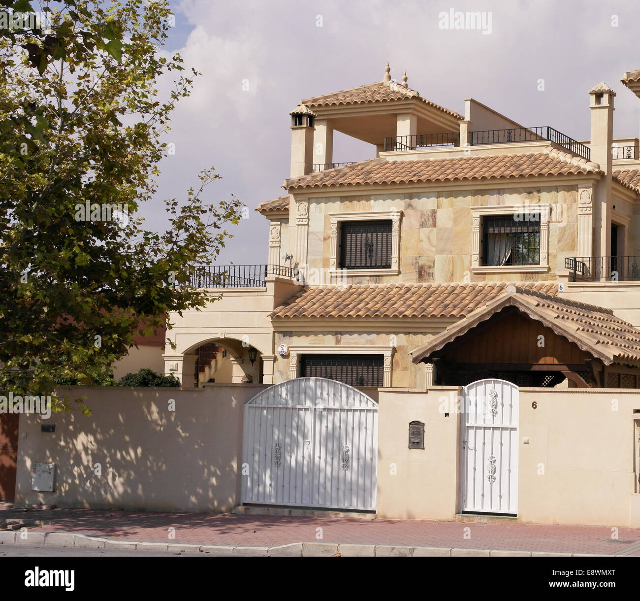 Page 2 Spanish Style House High Resolution Stock Photography And Images Alamy