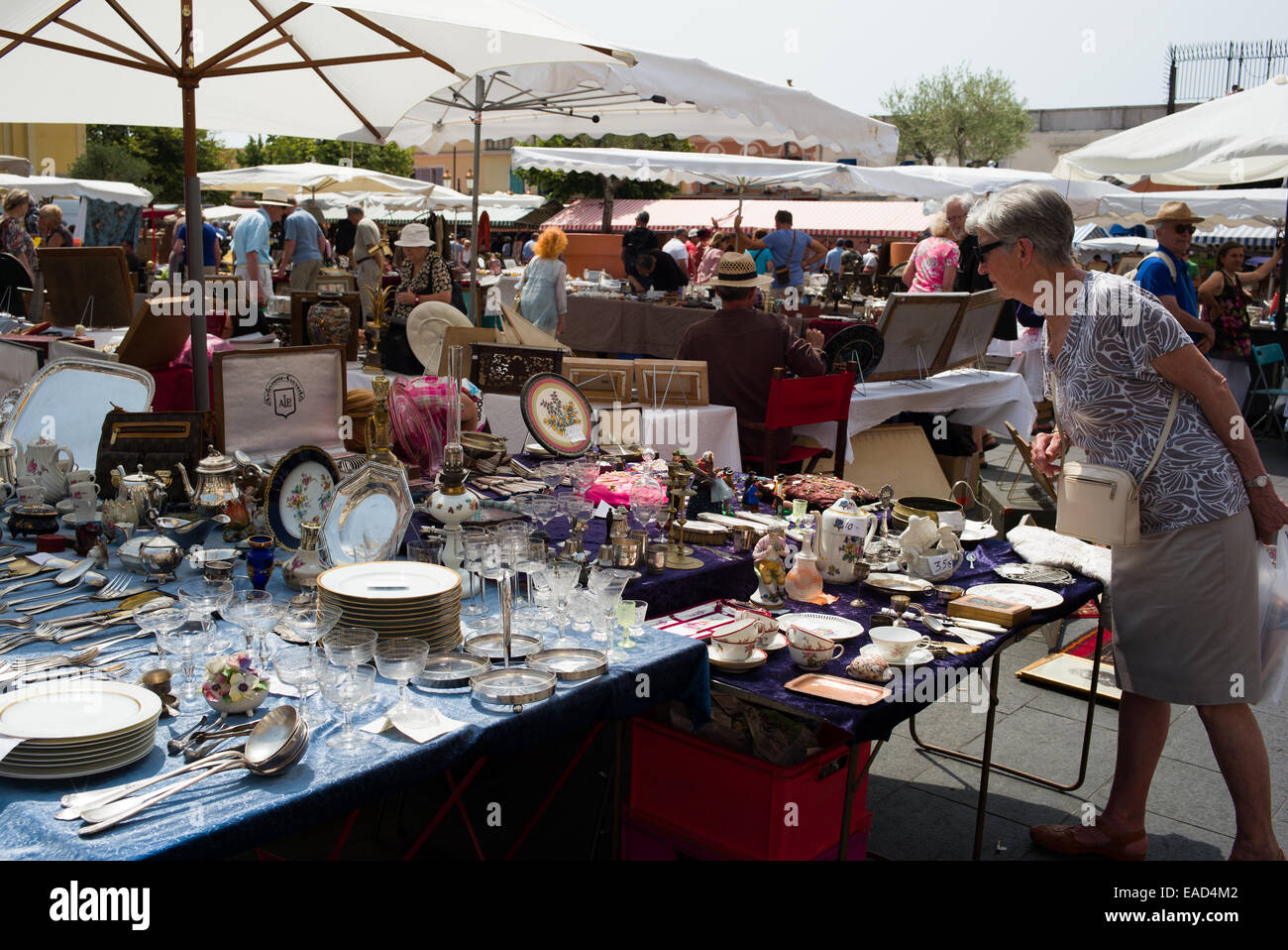 Brocante Cours De Vincennes People Shopping Brocante France Stock Photos People Shopping