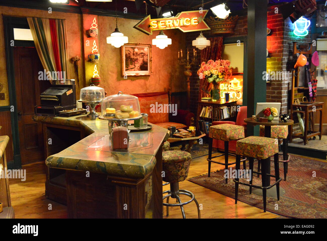 Park Lighting Floor Lamps Warner Brothers Set For Friends Central Perk Bar Stock