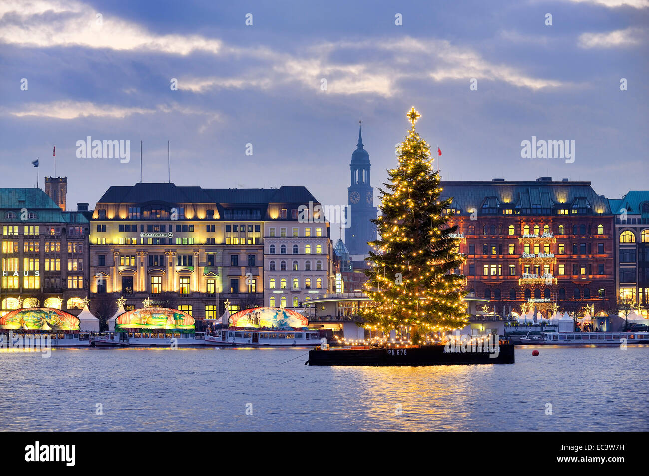 Weihnachten Hamburg Christmas Tree On Lake Alster In Hamburg Germany Stock