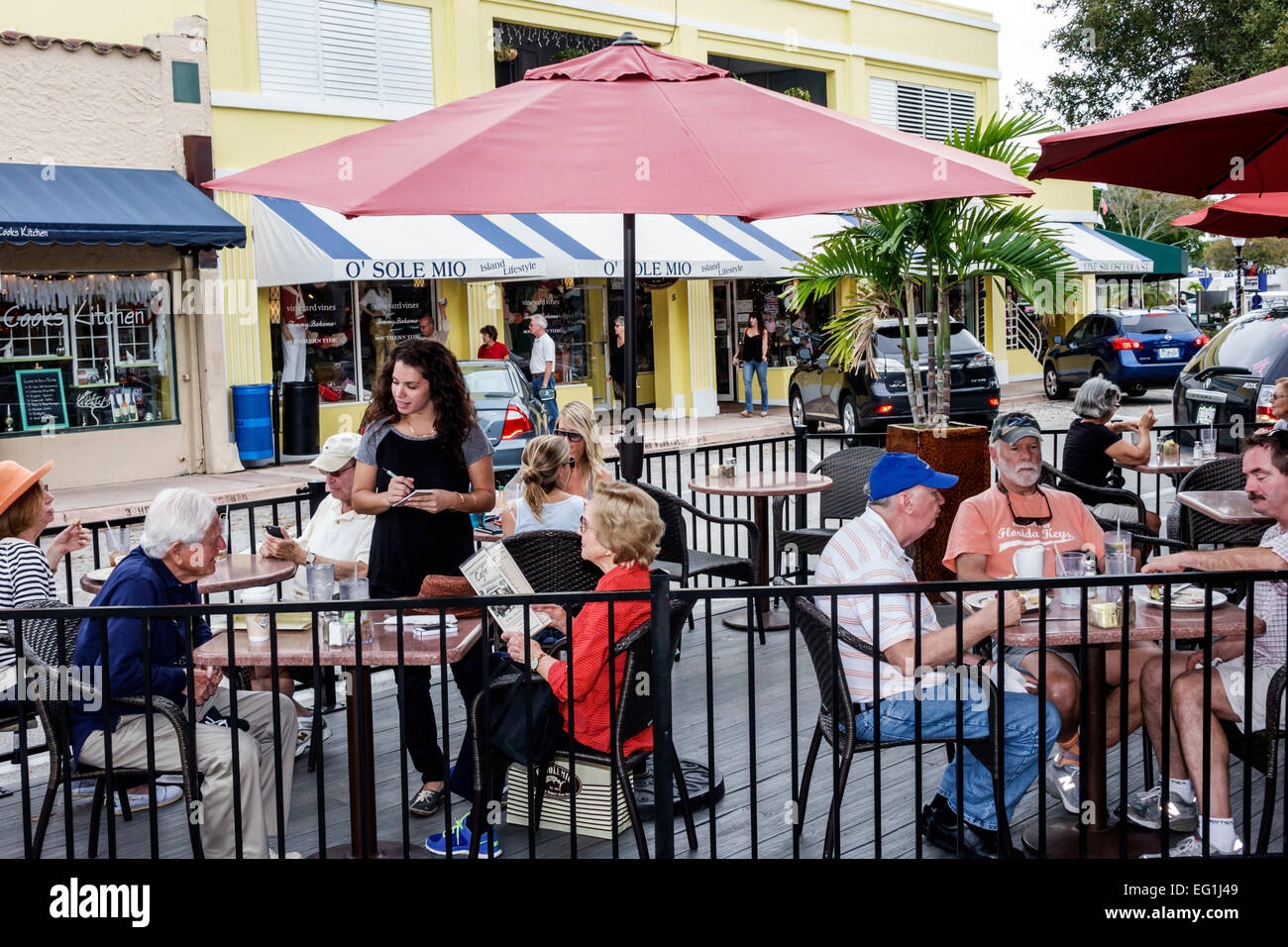 O Sole Mio Cucina Italiana Newberry Fl Sidewalk Outside Casual Open Air Tables Dining Street Cafe Stock