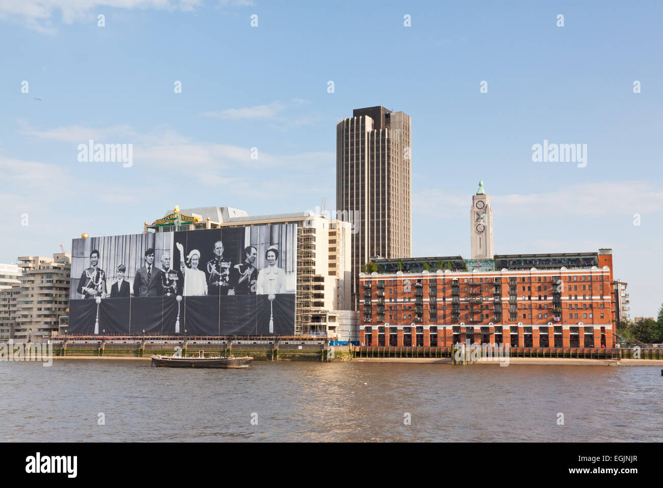 Container Haus London Sea Containers House And Oxo Tower On The River Thames