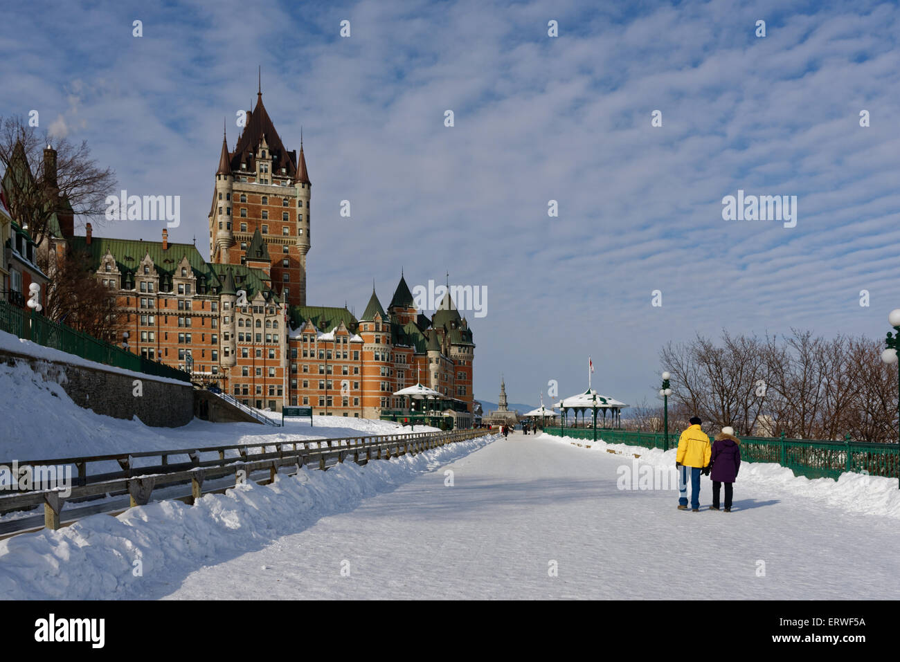 Terrasse Dufferin Terrasse Dufferin And The Chateau Frontenac In Winter