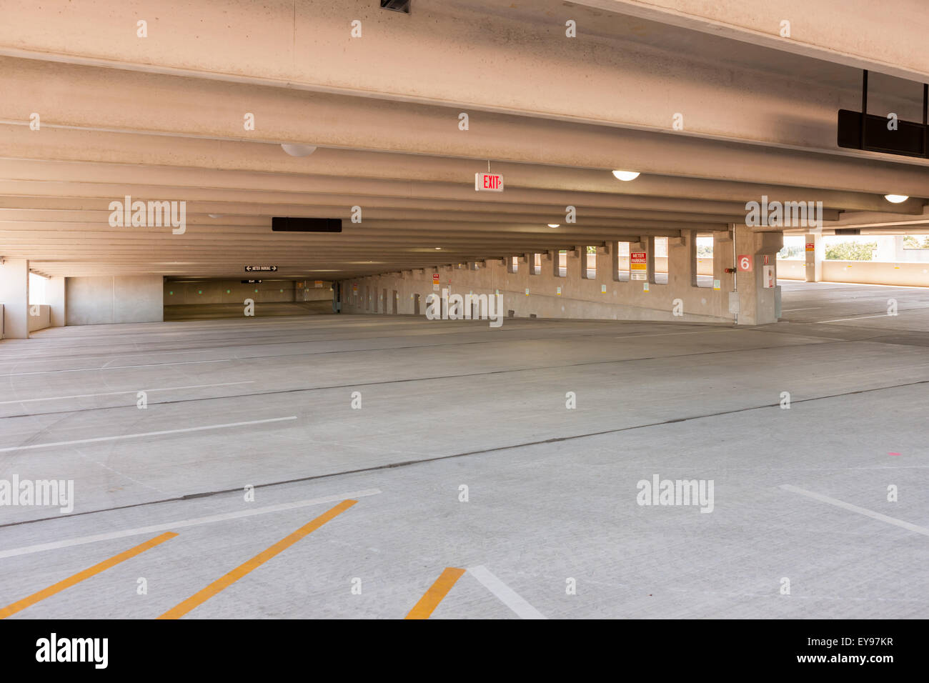 Location Garage Lyon An Empty Parking Level And Spaces In The Lyon Place Municipal