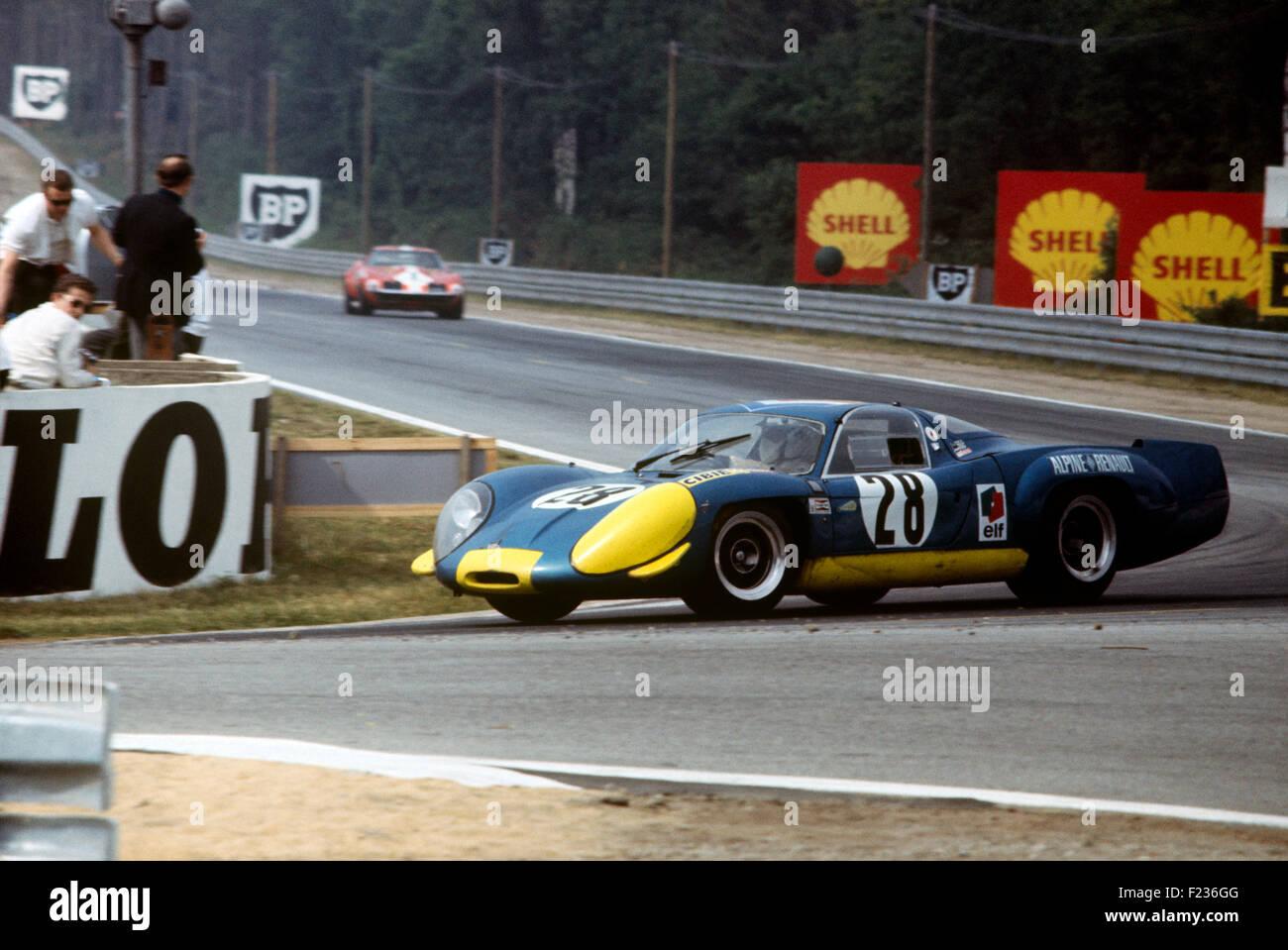Car Dashboard Wallpaper Jean Vinatier Andre De Cortanze Alpine 220 Renault At The