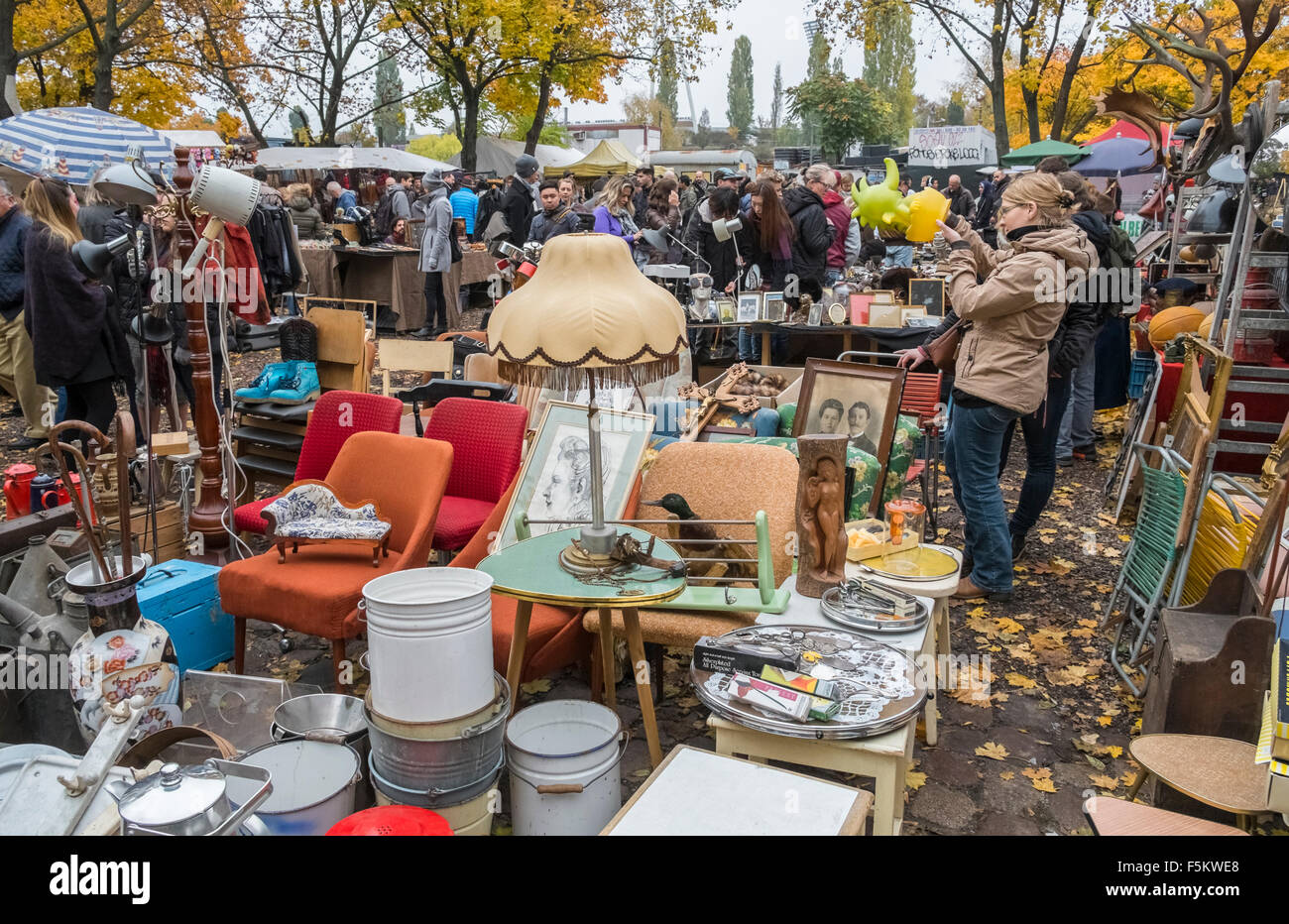 Flohmarkt Duisburg Heute Flohmarkt Stock Photos And Flohmarkt Stock Images Alamy