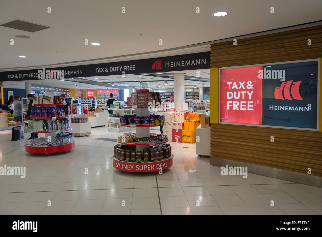 Sydney Airport Shops Tax Duty Free Shop Inside Sydney Airport Stock Photo 90395979 Alamy