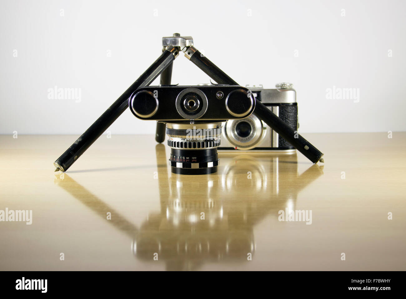 Store Banne 5x4 Old Camera On Wooden Tripod Stock Photos And Old Camera On