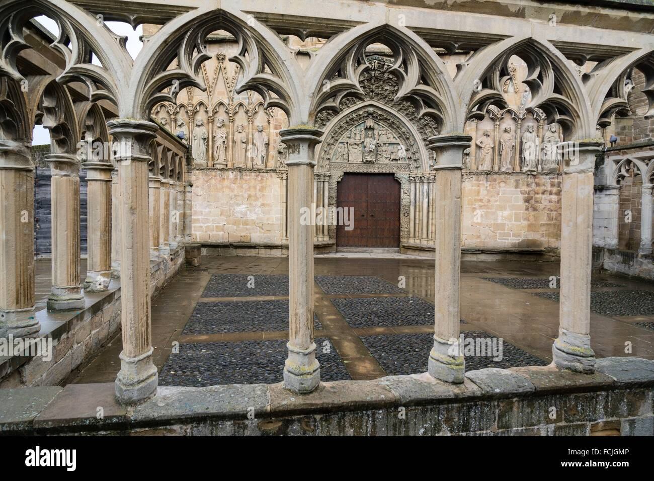 Arte Romano En Navarra Friso Stock Photos Friso Stock Images Alamy