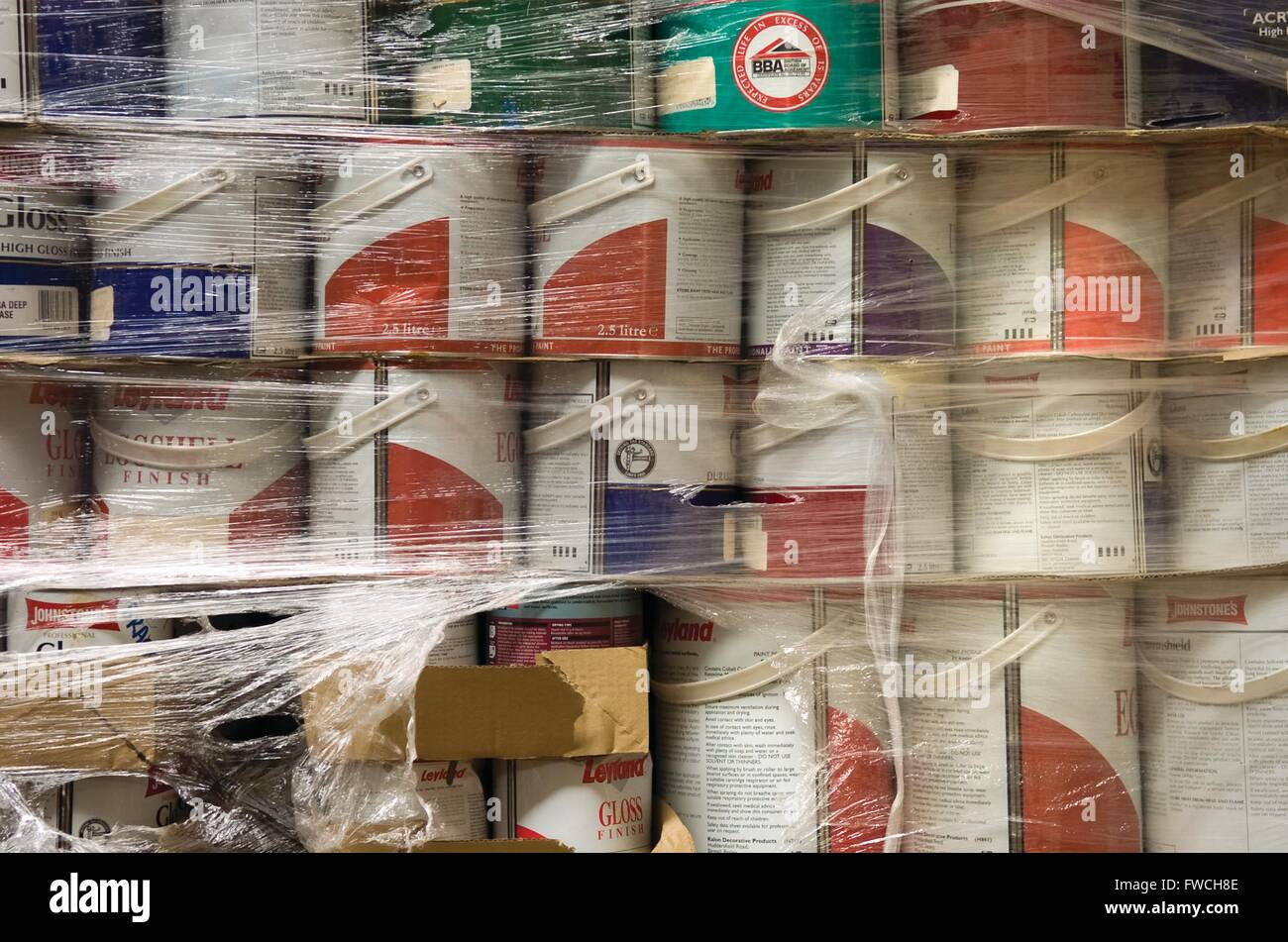 Peinture Leyland Pile Of Tins Stock Photos Pile Of Tins Stock Images Alamy
