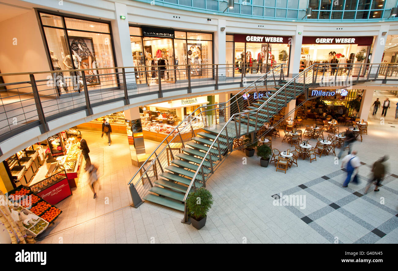 Einkaufszentrum Rostock Shopping Street Kroepeliner Strasse Rostock High Resolution Stock Photography And Images - Alamy