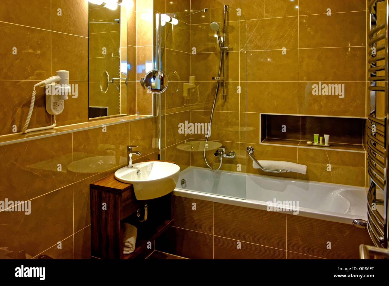 Page 2 Mirror Tiles High Resolution Stock Photography And Images Alamy
