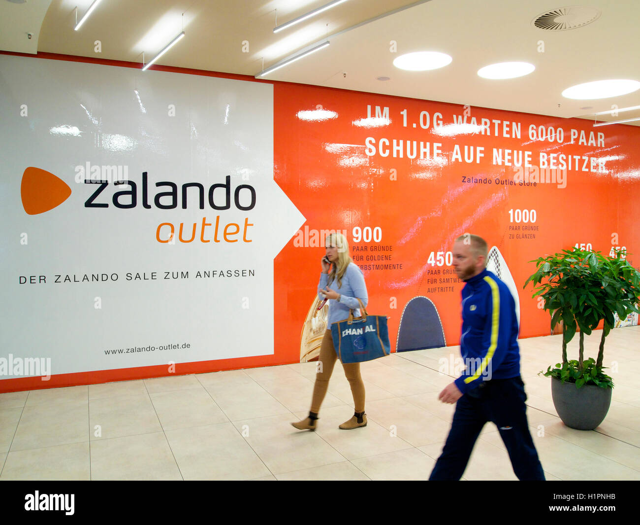 Zalando Sale Entrance To The Zalando Outlet Store In Cologne Germany That Is